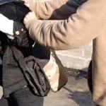 Un tanar buzoian care a furat cafea si tigari de 3600 de lei a fost prins de politisti