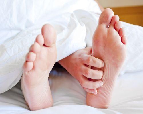 cum să oprești picioarele neliniștite în timpul zilei